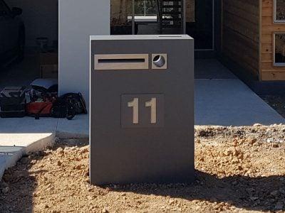 E10 Single Column Mailbox - RHS