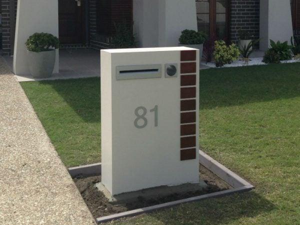 E5 Single Mailbox RHS of driveway