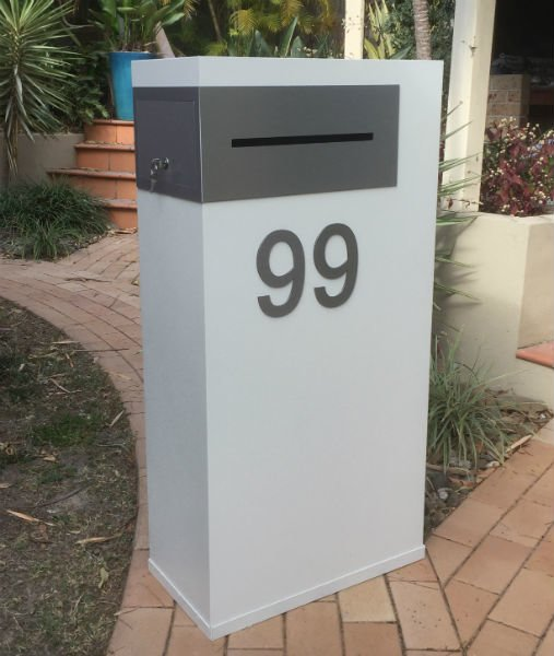 E29 Single Mailbox - brushed aluminium