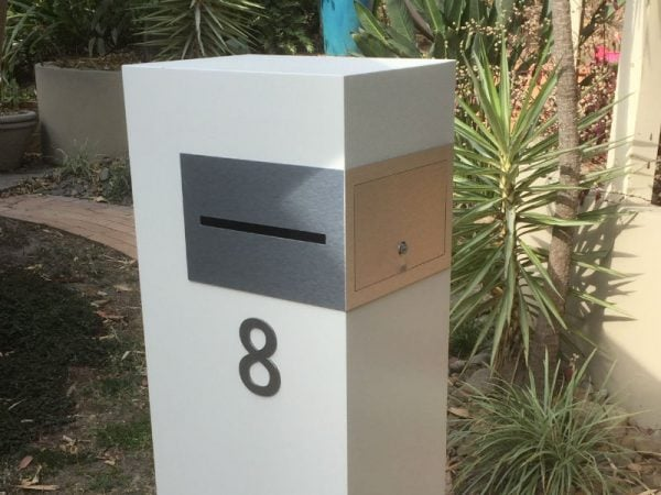 E8 Single Mailbox brushed aluminium