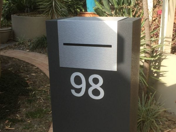E86 Single Mailbox - brushed aluminium
