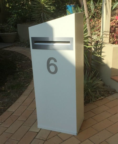 E6 Single Mailbox with stainless steel fittings